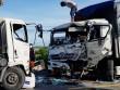 4 người nguy kịch sau cú tông trực diện giữa 2 xe tải