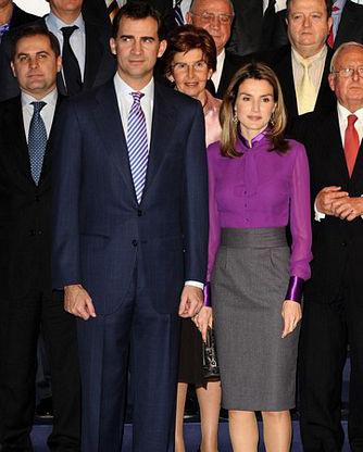 Công nương Tây Ban Nha 'khổ nạn' vì tốc váy - 13