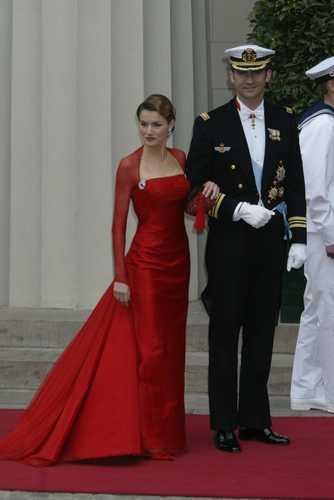 Công nương Tây Ban Nha 'khổ nạn' vì tốc váy - 16