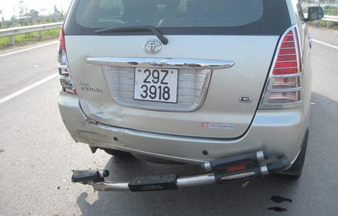 Tai nạn trong ngày thông xe Đại lộ Thăng Long - 1