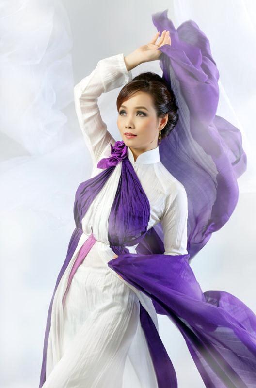 Bebe Phạm, Rich Ting là vedette của Hương sắc Hà Nội - 9