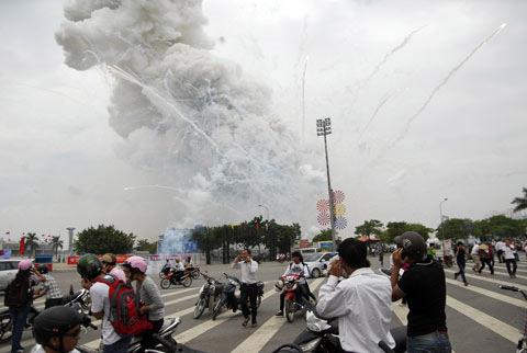 Việt Nam không nhập khẩu pháo hoa Trung Quốc - 1