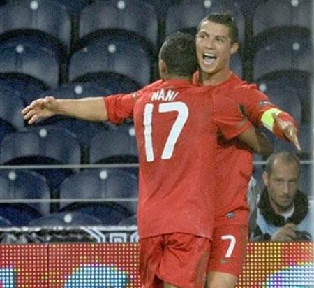 Video trận Bồ Đào Nha - Đan Mạch: Song kiếm Ronaldo - Nani - 1