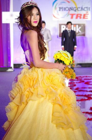 Tư vấn: Chọn váy cưới cho cô dâu nhỏ xinh - 12