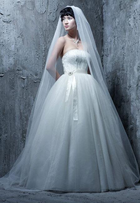 Tư vấn: Chọn váy cưới cho cô dâu nhỏ xinh - 14