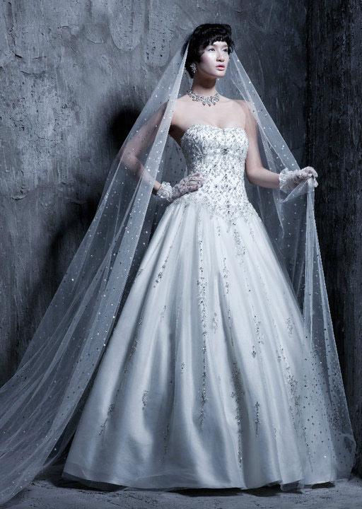 Tư vấn: Chọn váy cưới cho cô dâu nhỏ xinh - 15