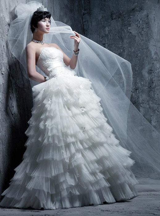 Tư vấn: Chọn váy cưới cho cô dâu nhỏ xinh - 16