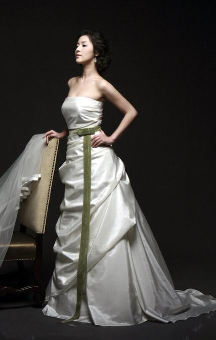 Tư vấn: Chọn váy cưới cho cô dâu nhỏ xinh - 6
