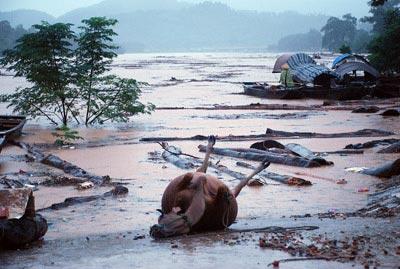 Những hình ảnh về lũ dữ ở Hương Sơn - 2