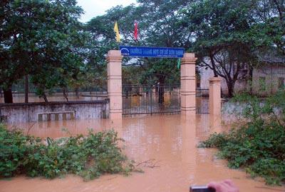 Những hình ảnh về lũ dữ ở Hương Sơn - 4
