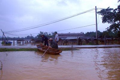Những hình ảnh về lũ dữ ở Hương Sơn - 8