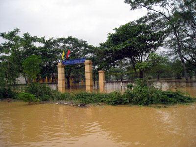 Những hình ảnh về lũ dữ ở Hương Sơn - 11