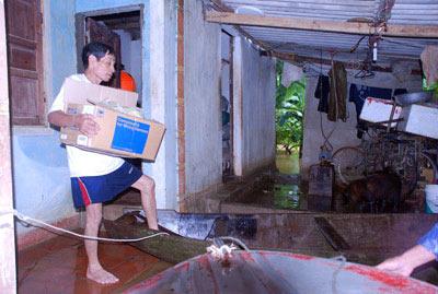 Những hình ảnh về lũ dữ ở Hương Sơn - 14