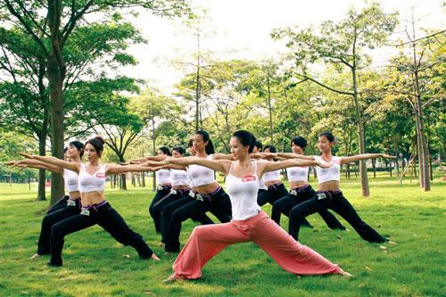 Video làm đẹp: Tập thể dục giảm cân ngoài trời - 1