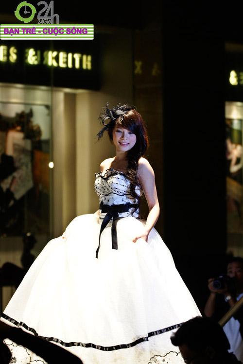 Miss Teen 2010 rạng rỡ trong đêm Cuxi night - 4