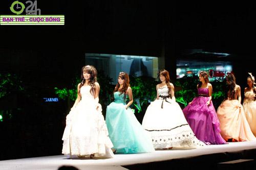 Miss Teen 2010 rạng rỡ trong đêm Cuxi night - 1