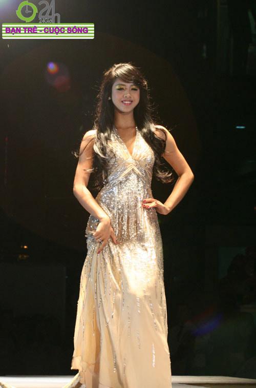 Miss Teen 2010 rạng rỡ trong đêm Cuxi night - 3
