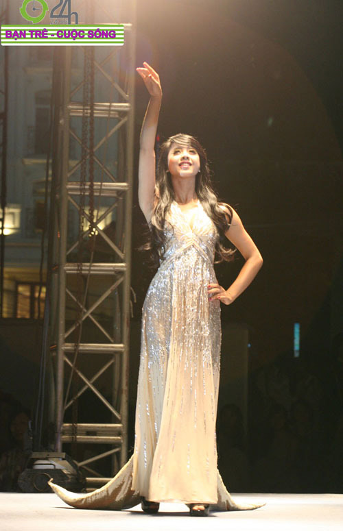 Miss Teen 2010 rạng rỡ trong đêm Cuxi night - 2