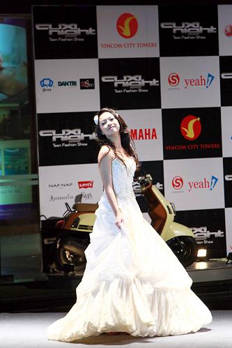 Miss Teen 2010 rạng rỡ trong đêm Cuxi night - 8