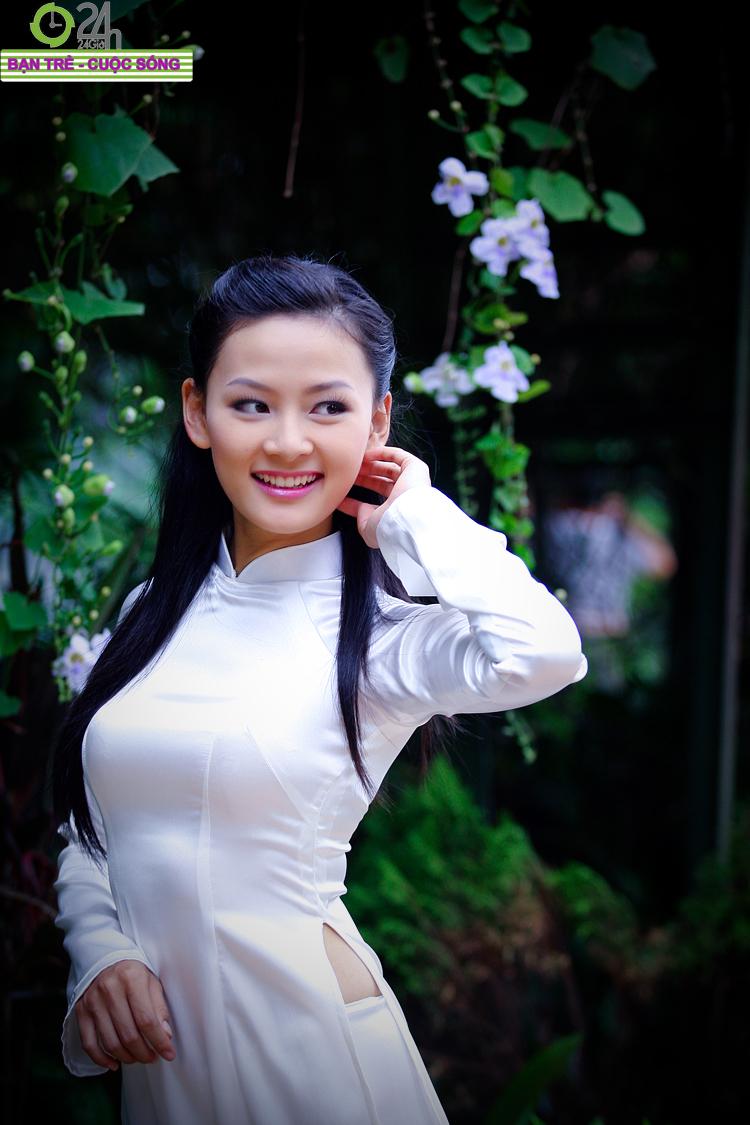 Thu Nga - Hoa khôi sinh viên Hà Nội 2010 với chiếc áo dài