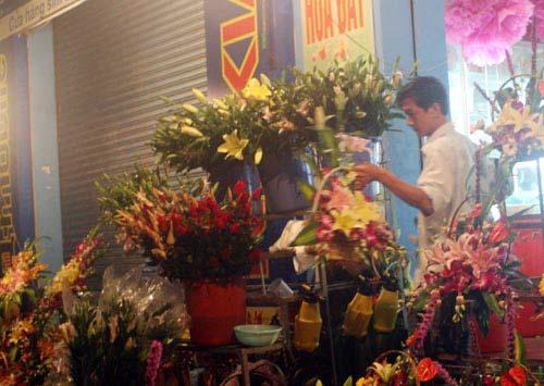 Mua hoa tặng mẹ ngày lũ dữ - 2
