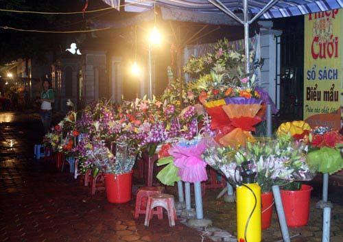 Mua hoa tặng mẹ ngày lũ dữ - 4