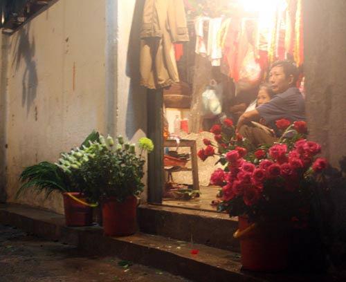 Mua hoa tặng mẹ ngày lũ dữ - 6