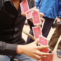 Giới trẻ với thế giới ảo thuật đường phố