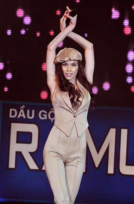 Mỹ nhân Việt sexy với màu Nude - 6