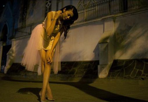 Mỹ nhân Việt sexy với màu Nude - 11