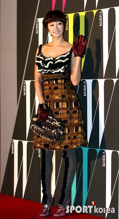 Yoon Eun Hye khoe ngực tròn với váy xếp ly 3D - 18