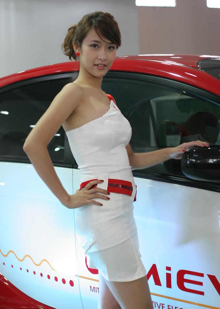 Tại triển lãm Việt Nam Motor Show 2010 đang diễn ra tại ...