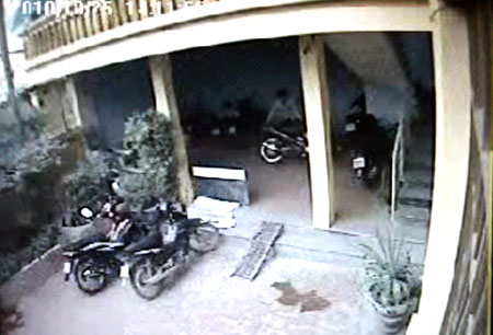 Video trộm xe táo tợn tại phòng trọ - 1