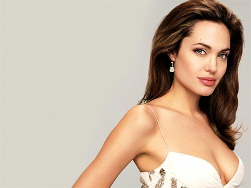 Video làm đẹp: Tóc bồng gợi cảm như Angelina Jolie - 1