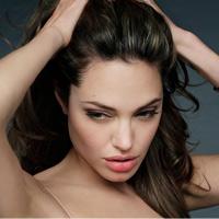 Video làm đẹp: Tóc bồng gợi cảm như Angelina Jolie