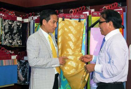 Thời trang Thái Tuấn tại Gala Dinner Hội nghị Cấp cao Asean 17 - 1