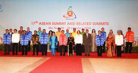 Thời trang Thái Tuấn tại Gala Dinner Hội nghị Cấp cao Asean 17 - 2