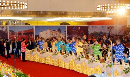 Thời trang Thái Tuấn tại Gala Dinner Hội nghị Cấp cao Asean 17 - 3