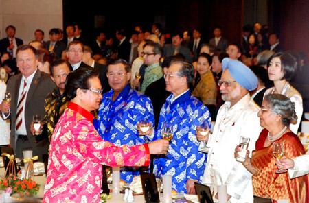 Thời trang Thái Tuấn tại Gala Dinner Hội nghị Cấp cao Asean 17 - 5