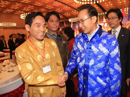 Thời trang Thái Tuấn tại Gala Dinner Hội nghị Cấp cao Asean 17 - 7