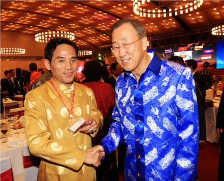 Thời trang Thái Tuấn tại Gala Dinner Hội nghị Cấp cao Asean 17 - 8