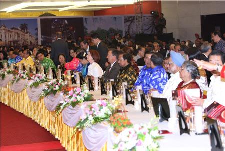 Thời trang Thái Tuấn tại Gala Dinner Hội nghị Cấp cao Asean 17 - 4