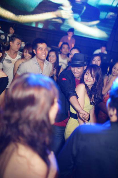 Minh Hằng bị bắt gặp tay trong tay với người lạ mặt - 3
