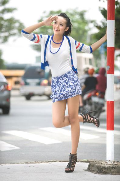 Người mẫu 12 tuổi khoe chân dài dưới phố - 6