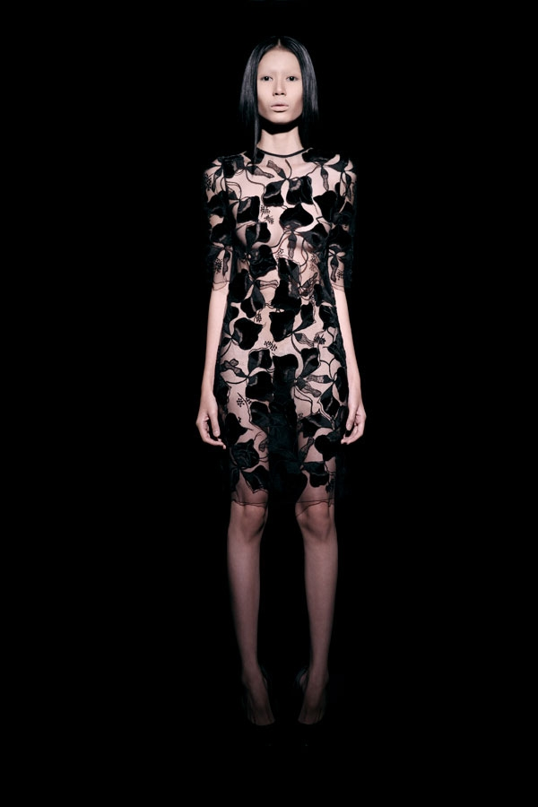 Váy ren đen gợi cảm cho phụ nữ châu Á - 2
