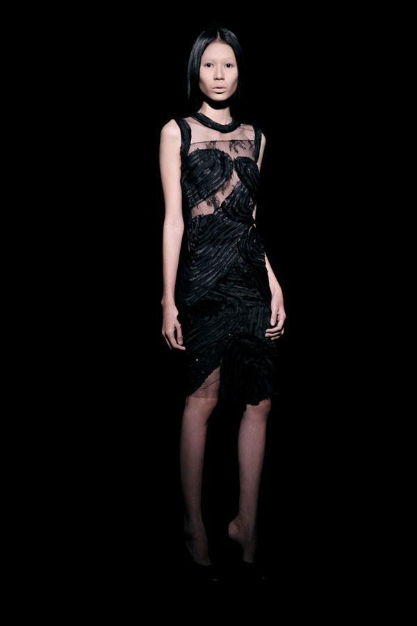 Váy ren đen gợi cảm cho phụ nữ châu Á - 3