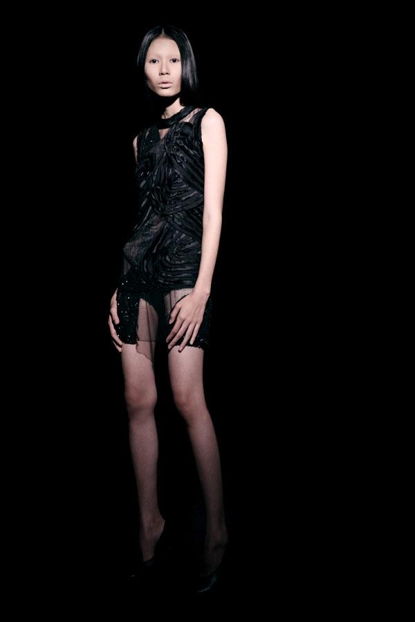 Váy ren đen gợi cảm cho phụ nữ châu Á - 4