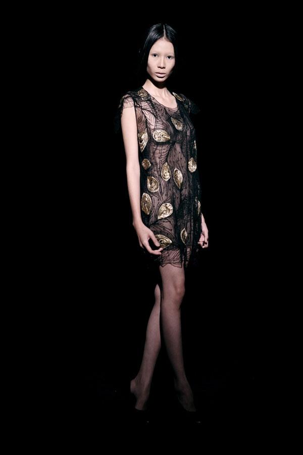 Váy ren đen gợi cảm cho phụ nữ châu Á - 5