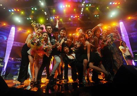 "Sao mai điểm hẹn 2010: ""Ma làng"" lên sân khấu - 3"