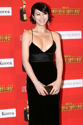 Kim Hye Soo – nữ hoàng sexy không tuổi - 11